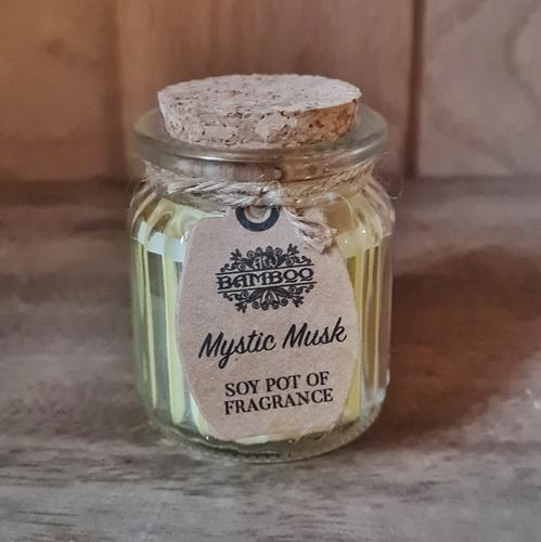 Mystischer Moschus-Duft von der Soja-Kerze