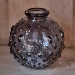 vase grau genoppt