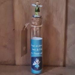 Elfe auf Reagenzglas