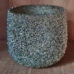 Teelicht mit kleinen Glassteinen