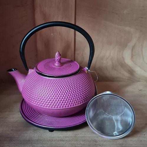Teekanne aus Gusseisen