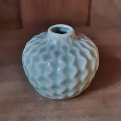 kleine Porzellan-Vase lindgrün