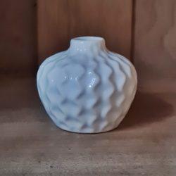 kl. weisse Porzellan-Vase